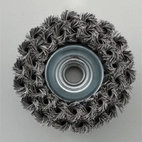 Double layer twisted knot wire brush