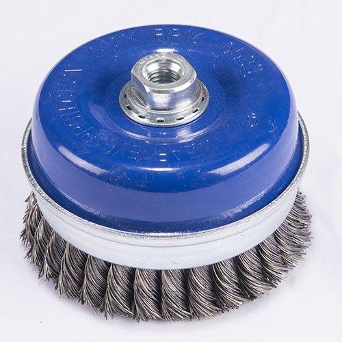 Reinforced twisted knot wire cup brush